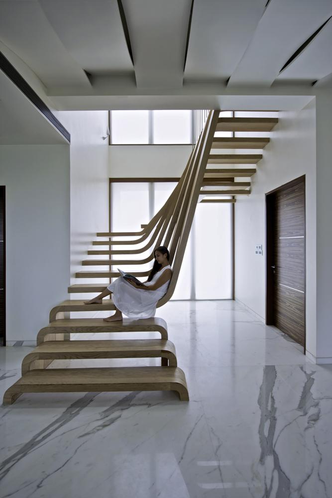 Những mẫu cầu thang nghệ thuật ấn tượng 1.jpg