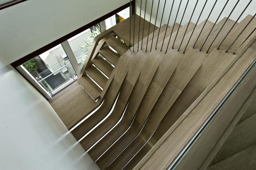 Những mẫu cầu thang nghệ thuật ấn tượng 2.jpg