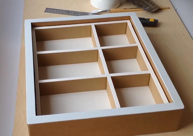 Cách tự làm kệ trang trí bằng bìa carton