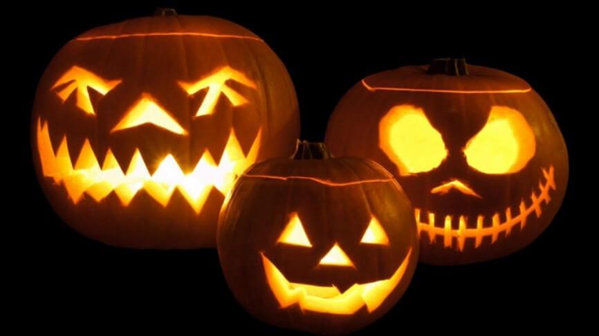 Halloween tung bung voi bo noi that phong khach an tuong